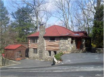 40 Woods Rd, Greenwood Lake, NY