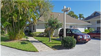 327 NE Golfview Cir., Stuart, FL