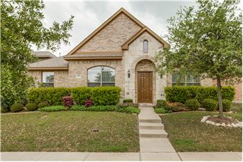 323 Village Dr, Red Oak, TX