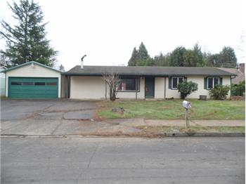 800 SW 14th St, Troutdale, OR